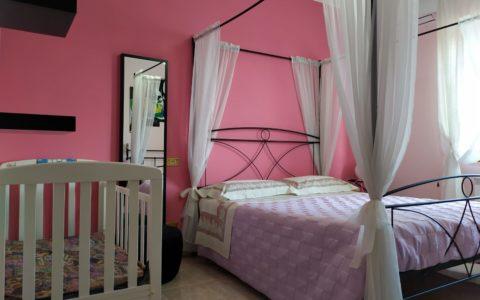 camera rosa culla